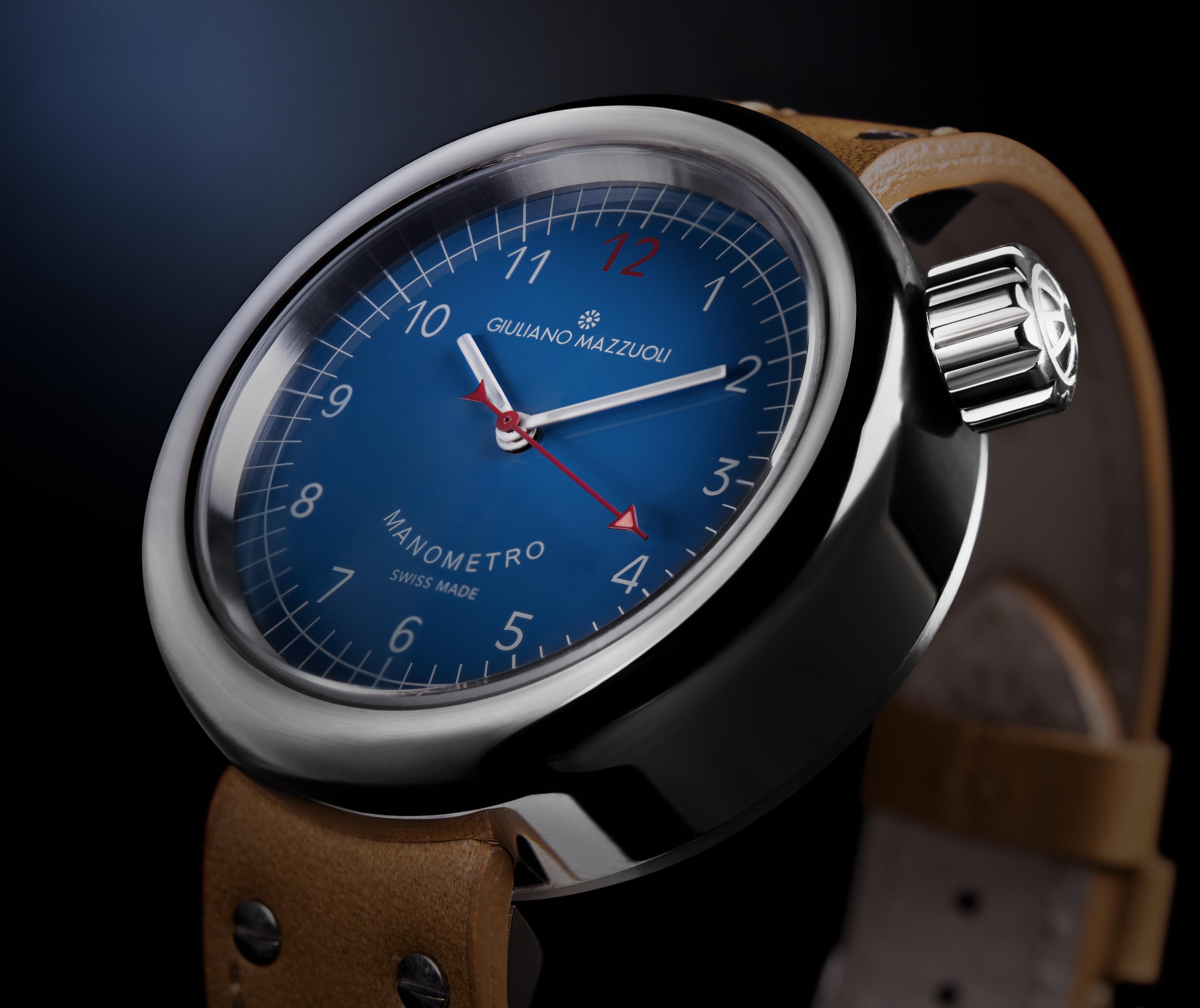 The new Manometro with blue dial. Giuliano Mazzuoli©